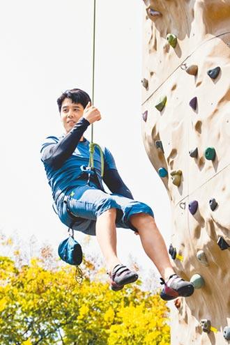 胡宇威為戲攀岩手滑險出事