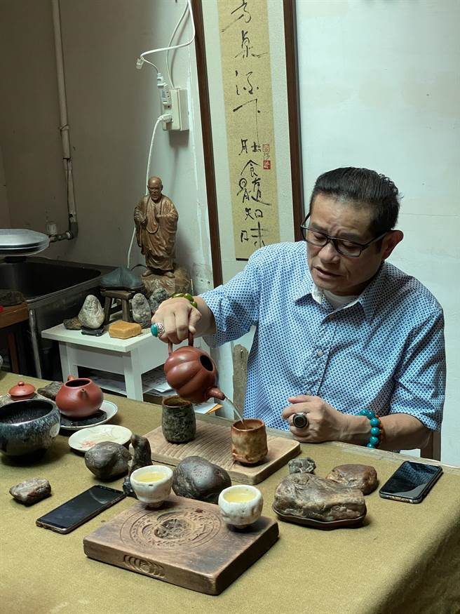 2020嘉义博茶会,茶文化讲座由许效舜打头阵, 「茶石人」养成故事抢先曝光。(许效舜提供∕吕妍庭嘉义传真)