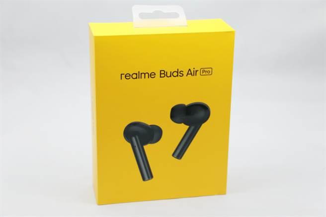 realme Buds Air Pro,外盒包裝依舊採用品牌經典黃色系。(黃慧雯攝)