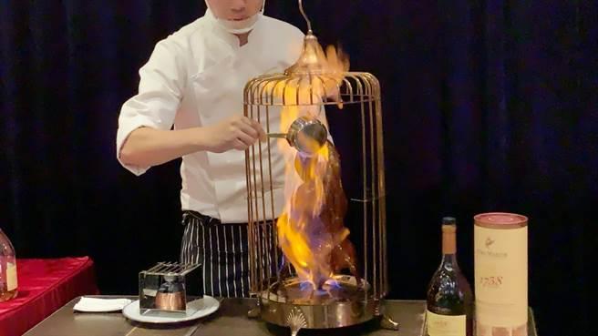 老新台菜创始店整修 推烧鸭宴上演火烤秀
