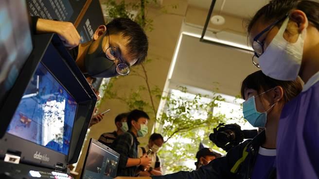 「暴風電競」團隊參與經濟部加工出口管理處主辦的「XR新革命!4D體感影像論壇暨成果展」。(樹德科大提供/林雅惠高雄傳真)