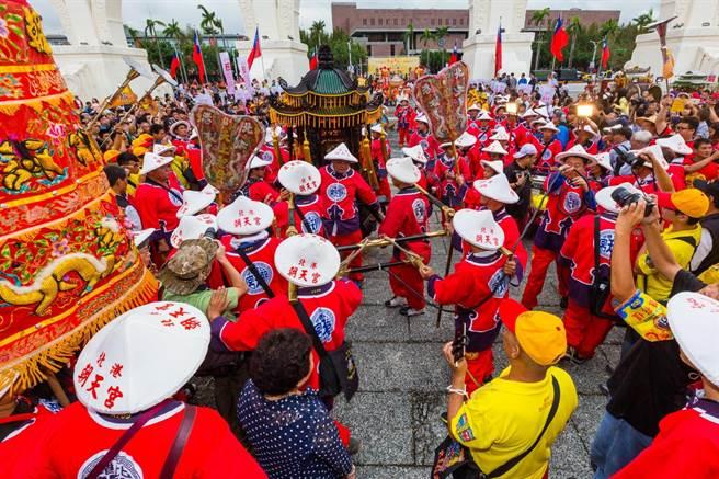 雲林北港朝天宮轎班極有特色,是300年來首度東巡。(花蓮港天宮提供/王志偉花蓮傳真)