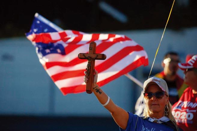 美國白人基督徒多支持川普,天主教徒則多半支持拜登。(路透)