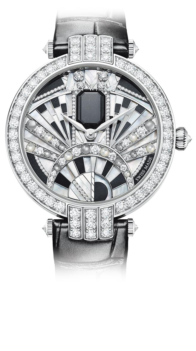 海瑞溫斯頓卓時Premier系列Majestic Art Deco腕表,以黑玉與白鑽打造黑白時尚,340萬元。(海瑞溫斯頓提供)