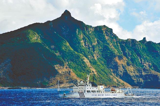 中國海監船抵達釣魚台海域,對釣魚台及其附屬島嶼附近海域進行維權巡航執法。(新華社資料照片)