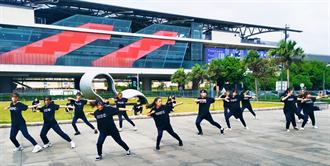 南崁高中熱舞社高鐵站秀舞技慶祝校慶