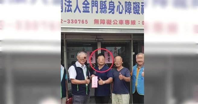 黃鉦峰(紅圈處)2016年接任協進會理事長一職,在金門縣是有頭有臉的人物。(圖/讀者提供)