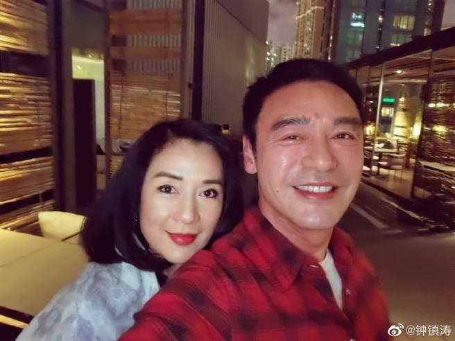 锺镇涛、吕秀龄39年后喜重逢。(取自锺镇涛微博)