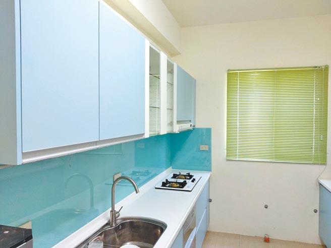 屏東縣牡丹國小的宿舍具有現代化廚房。(教育部提供/林志成台北傳真)