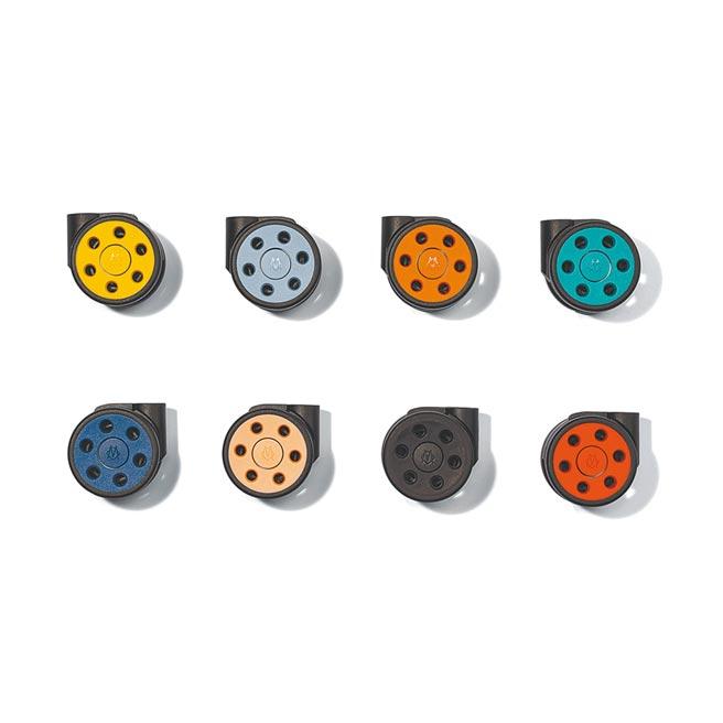 色彩繽紛的輪組也是Unique可供選購的配件之一,5490元。(Rimowa提供)