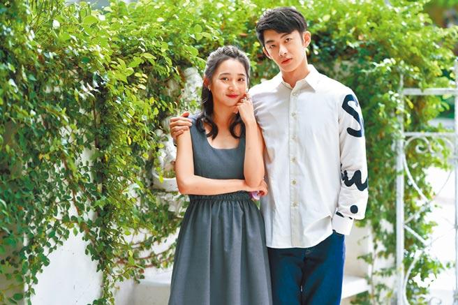 蕭子墨(右)、李沐在《不讀書俱樂部》飾演一對富家兄妹。(盧禕祺攝)