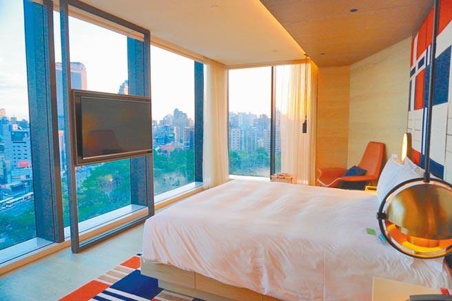 高雄中央英迪格酒店的客房設計潮感十足。(何書青攝)