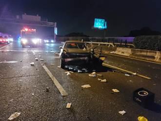 國道駕車點菸分神自撞 後車再追撞釀2傷