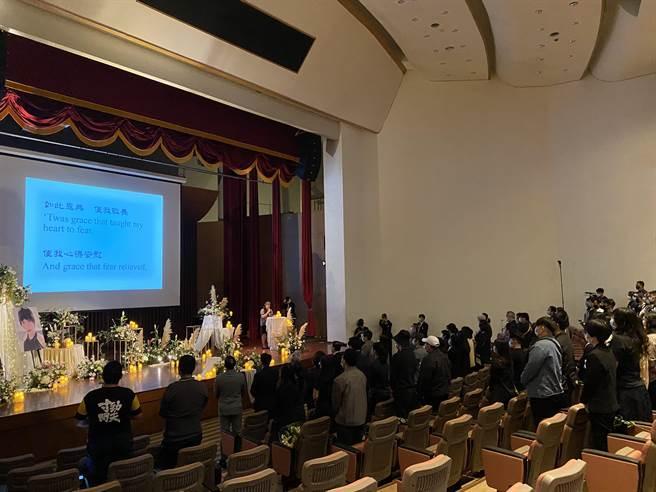 馬來西亞女大學來台南求學卻不幸遭到擄殺,震驚國際,同學與校方今天下午為她舉辦一場溫馨追思會。(曹婷婷攝)