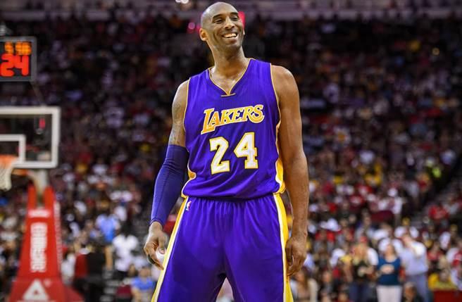 今年初因墜機意外殞命的NBA傳奇Kobe,首度登上富比士「已故名人吸金榜」,但僅第6名。(圖/達志提供)