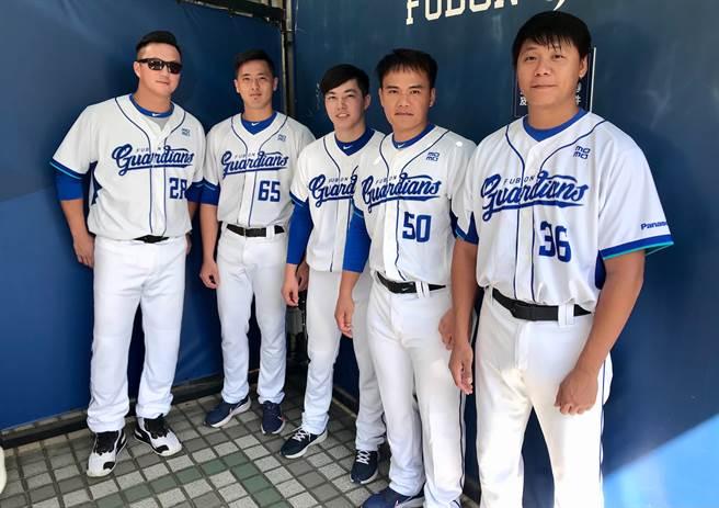 富邦悍將球員倪福德(右起)、張詠漢今天遭到釋出。(資料照,毛琬婷攝)