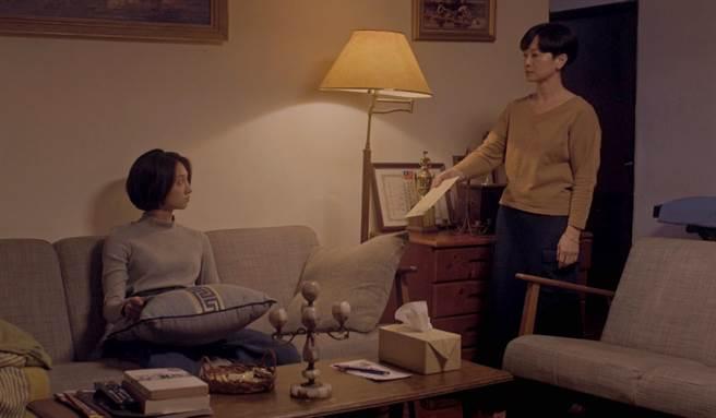 《月亮女孩》謝瓊煖與韓寧飾演母女。(公視提供)