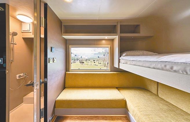 露營車內擁有雙人1大床、2小床,適合親子、閨蜜入住。(礁溪老爺酒店提供)