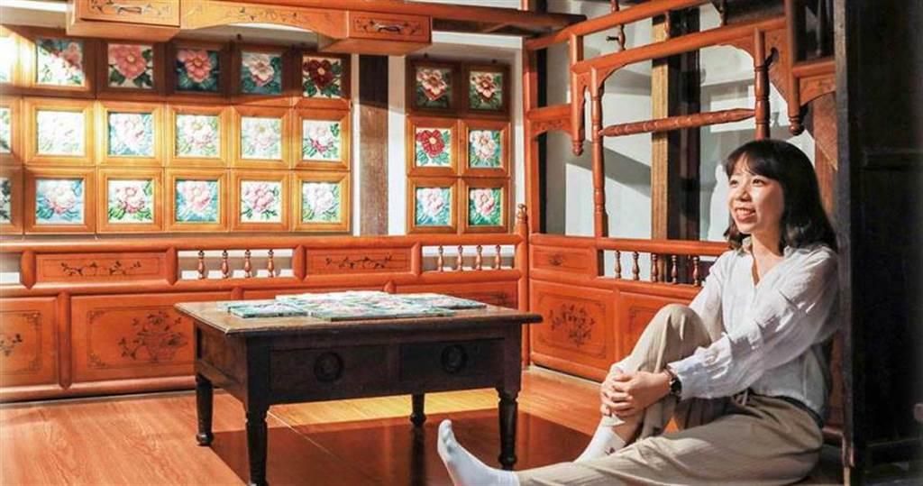 以花磚妝點的紅眠床非常少見,從花磚年代推敲,距今已有百年歷史。 (圖/林士傑攝)