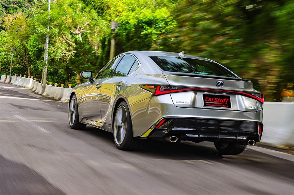 暢心飛馳的駕馭進化,2021 Lexus IS300h F Sport