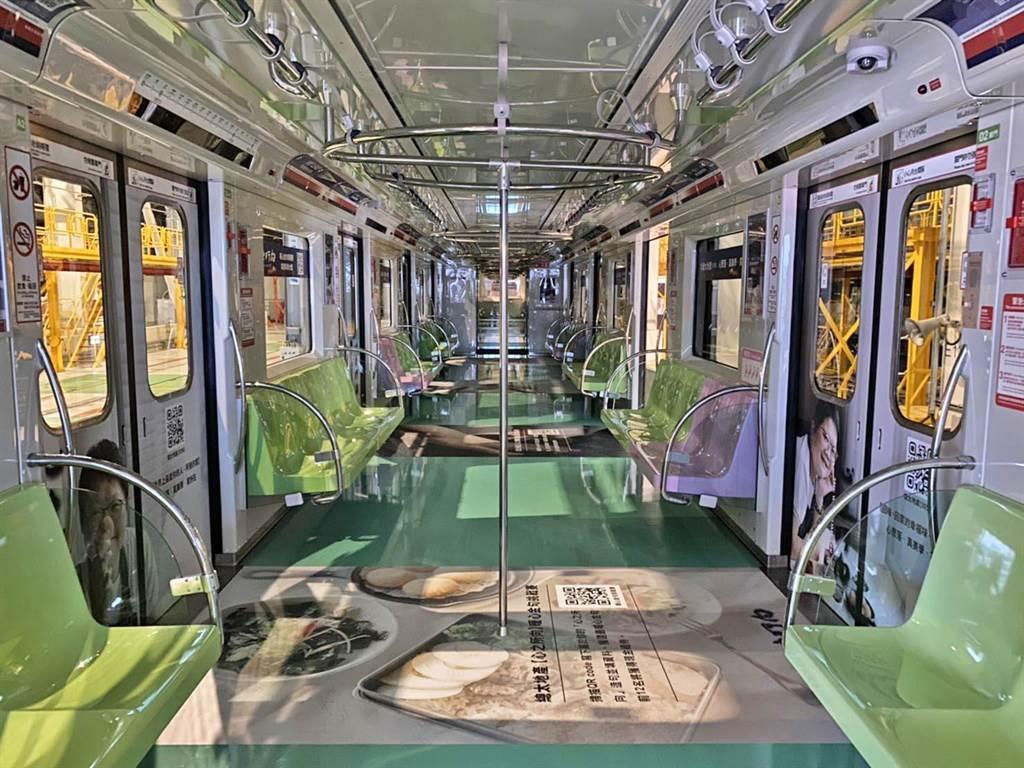 建築業搶先加入彩繪列車的總太地產,將廍子段新案「心之所向」,成為捷運車廂「捷」足先登的廣告。(盧金足攝)