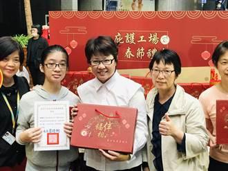 補助勞工打官司獲回饋 勞動局長陳信瑜轉贈傳愛