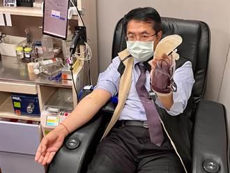 南台灣血庫告急 黃偉哲挽袖捐血