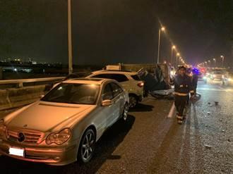 國道10號近仁武交流道 6車追撞  2人受傷送醫