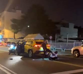 車禍糾紛 騎士當街痛毆小黃司機逃逸