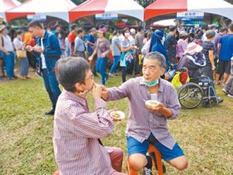 云林滷肉饭节开锅 上千人抢吃