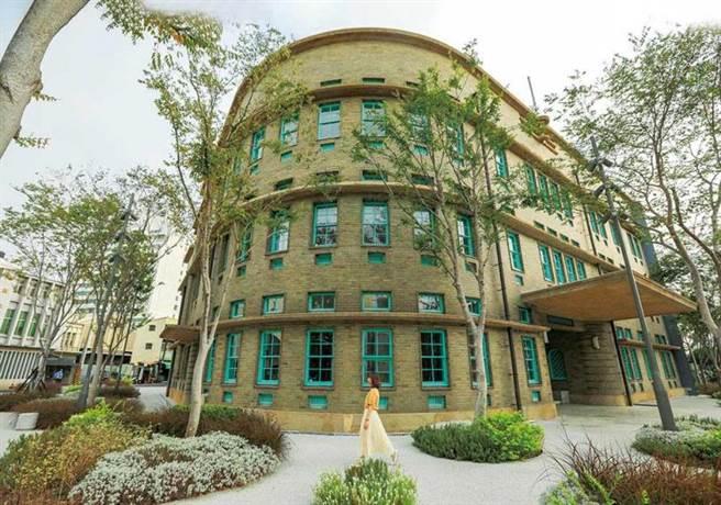 融合古典及現代風格,「嘉義市立美術館」成為最美打卡新地標。(圖/林士傑攝)