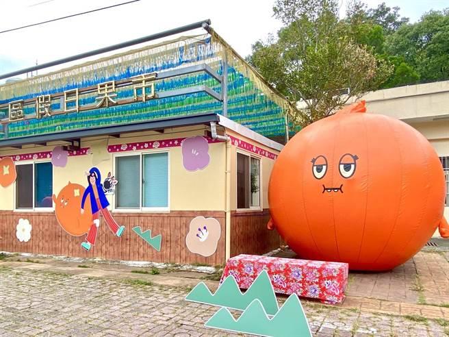 東勢軟埤坑地景藝術展覽,此為350公分高的巨大阿尼圓球。(台中大毅老爺行旅提供)