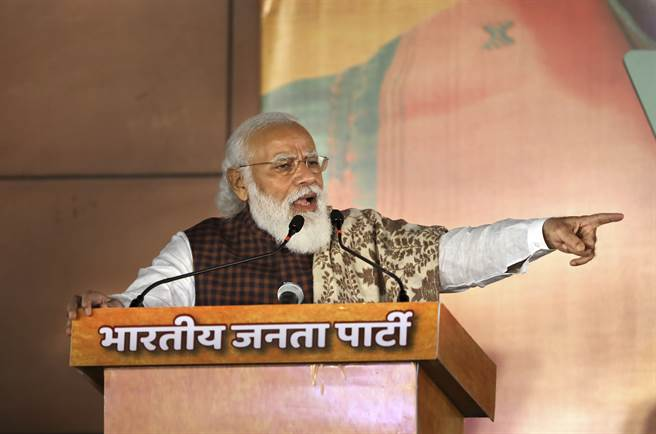 印度總理莫迪是對中國大陸最鷹派的大國領袖之一,但近期推出產經政策卻被質疑完全照抄中國。(美聯社)