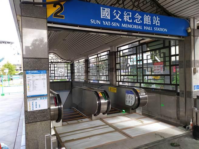 捷運國父紀念館站2號出口日前完成電扶梯增設工程,將在17日重新開放。(北市捷運局提供/游念育台北傳真)