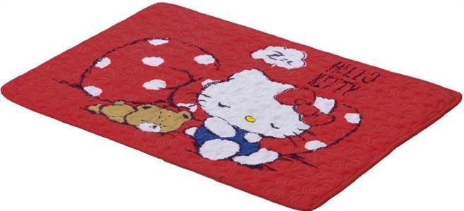 新竹SOGO周年慶全台獨家來店禮HELLO KITTY棉質吸水腳踏墊。(SOGO提供/陳育賢新竹傳真)