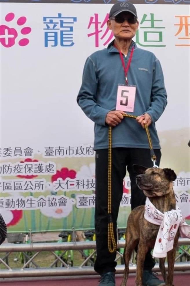 南市流浪動物愛護協會理事長郭順雄長期關注流浪動物議題,<BR><BR><b><a href=
