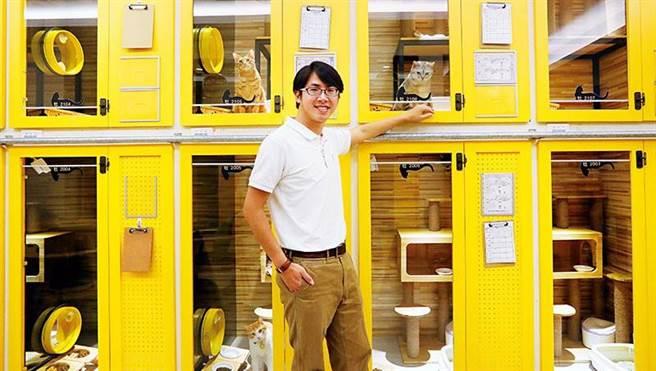 牧貓精品寵物旅館Mumao Pet Hotel老闆楊正浩表示,希望更多人關注流浪貓議題。(社團法人台南市流浪動物愛護協會提供/李宜杰台南傳真)