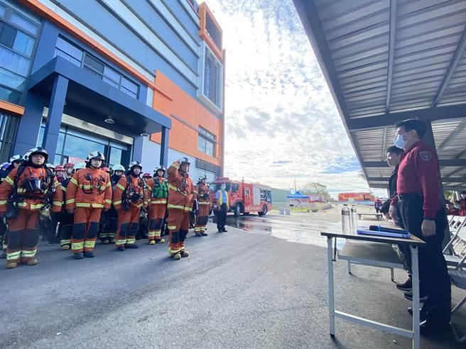 茄苳消防分隊在亞特吉科技公司消防演練。(蔡依珍攝)