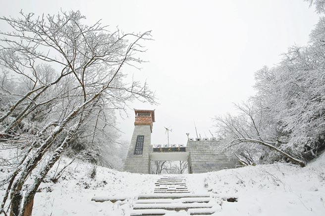 摩天嶺一角。(新華社資料照片)