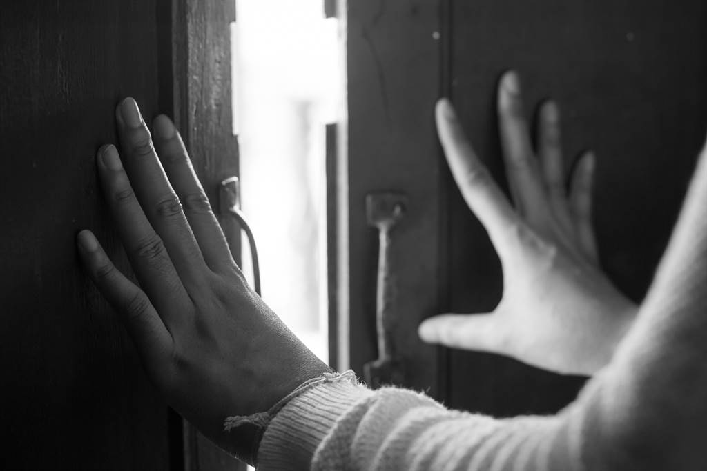 男友意外因為女友媽媽的要求進去女友房間,發現髒亂不堪,讓他相當崩潰。(示意圖/達志影像/Shutterstock提供)