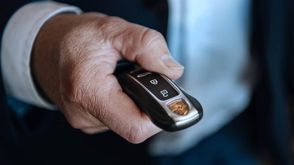 Porsche Taycan在挪威賣的超好!第一千部Taycan正式交付給客戶