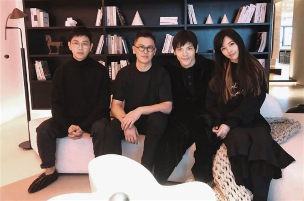 設計公司還放上和向佐、郭碧婷在北京新家的合照。(圖/ 摘自向太微博、環球設計)