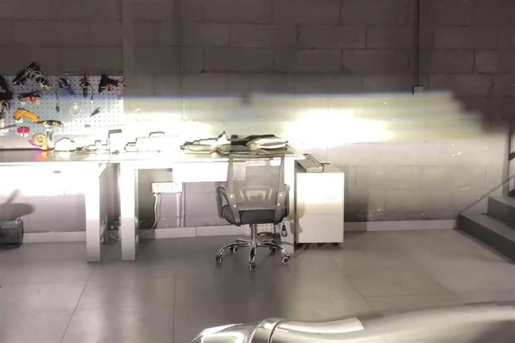 當切換成遠光燈,新頭燈照射的範圍更廣,遠度則沒有測試到。