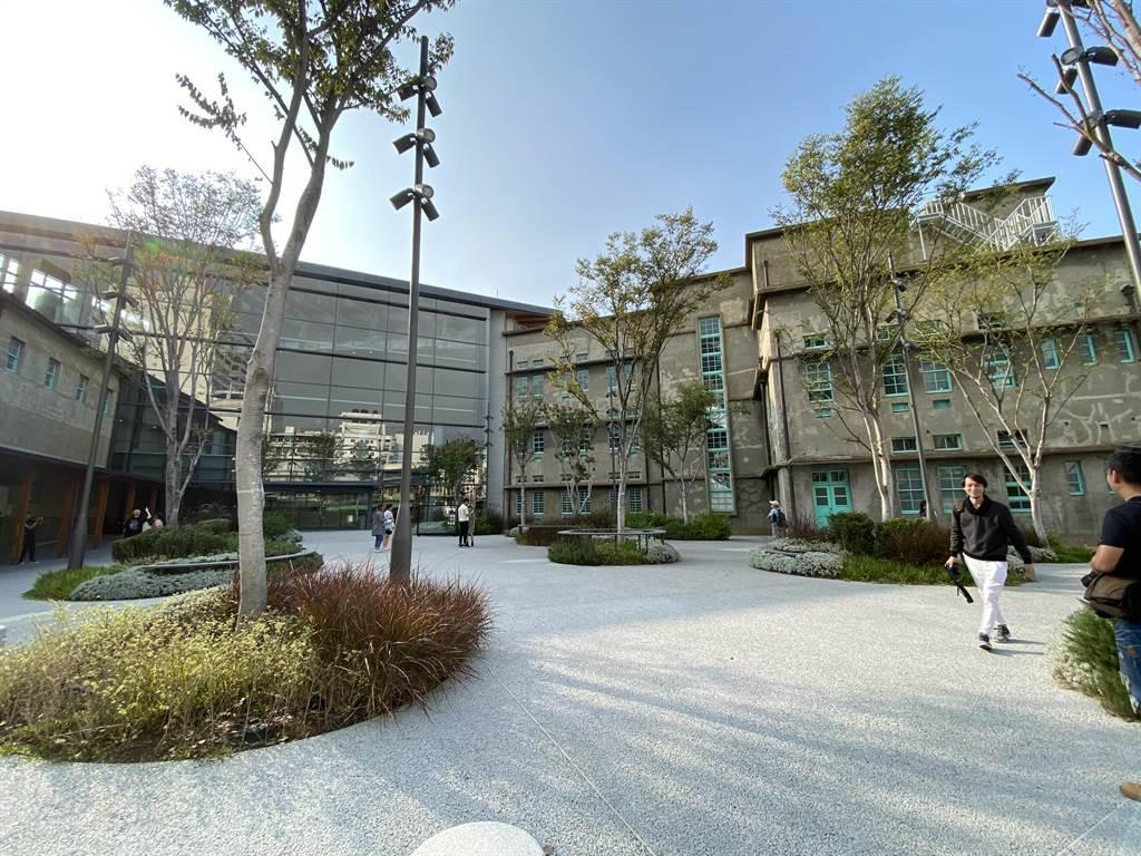 嘉義市立美術館由市定古蹟、菸酒公賣局嘉義分局原建物改建,結合三棟不同風格與年代的建築。(馮惠宜攝)
