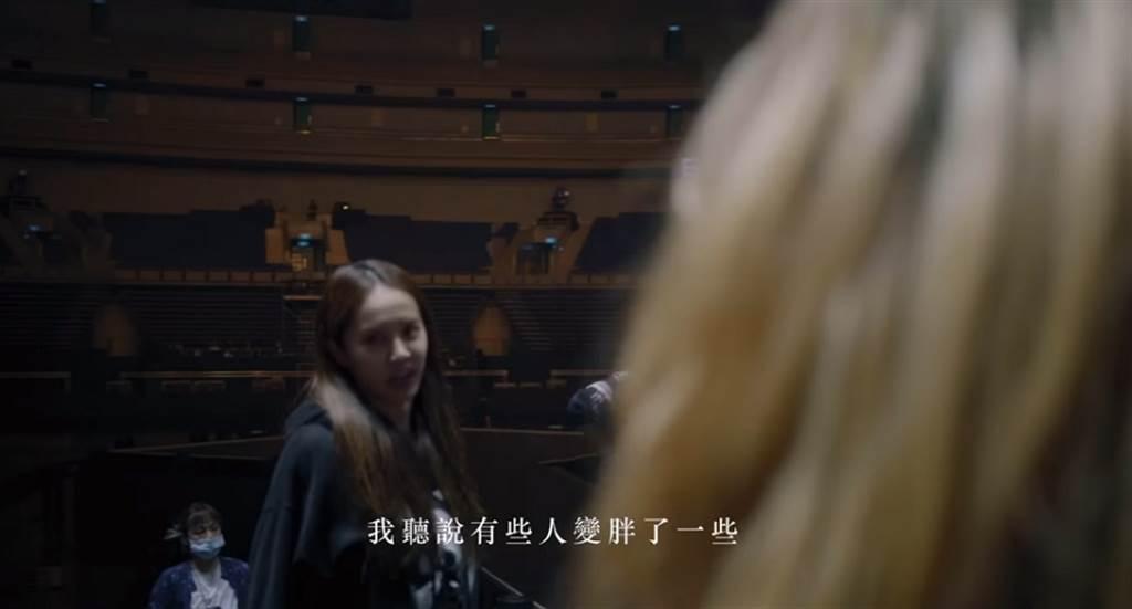 蔡依林和Dancer們重逢,毫無天后架子的親切問候,也讓全場笑翻。(圖/ 摘自蔡依林Jolin Tsai臉書)
