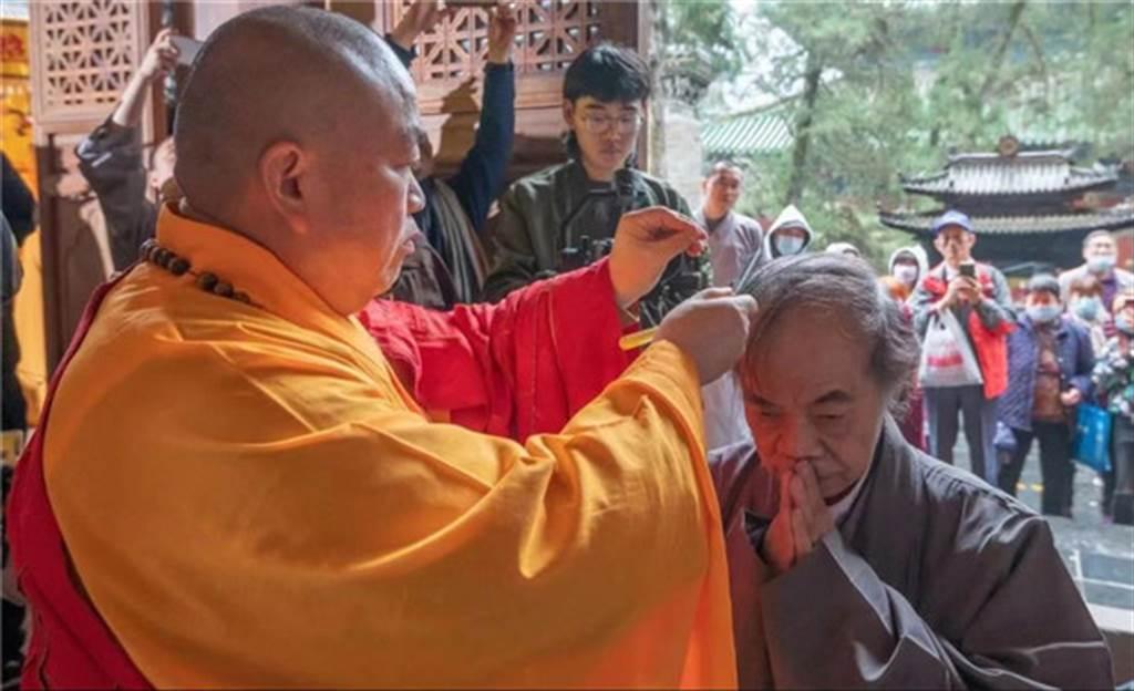 蔡志忠表示「生於台灣,希望老於杭州,葬在少林」,剃度出家之舉並不令人意外。(圖/佛教在線)