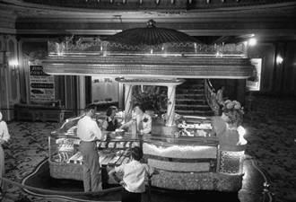 1930 零食搶進美國電影院 爆米花、汽水、糖果餅乾