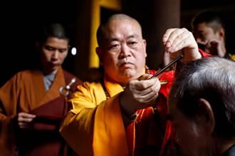 72歲漫畫大師蔡志忠少林寺出家 落髮成沙彌 法名釋延一