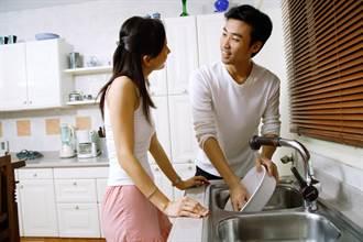 只洗了男友和自己的碗 遭嫌不成熟 過來人給1招解尷尬