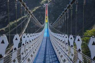 走七彩吊橋、到東埔泡湯 信義鄉逍遙遊